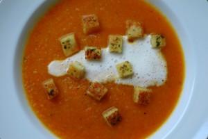 Energetyczna zupa z pieczonych warzyw