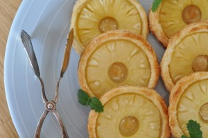 Francuskie ciastka z ananasem