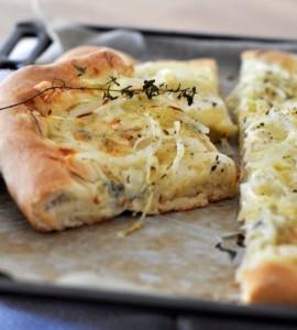 Rozmyślania przy siekaniu cebuli czyli pizza praktycznie biała