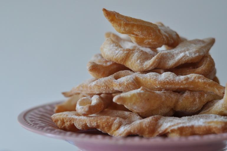 Faworki (chruściki)  Kuchnia Agaty  najsmaczniejszy blog kulinarny!