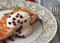 Potrawy wigilijne: łosoś z kremowym sosem chrzanowym
