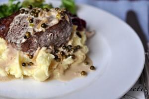 Stek (filet mignon) z zielonym pieprzem
