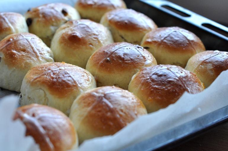 Hot Cross Buns Wielkanocne Buleczki Prosto Z Anglii Kuchnia Agaty