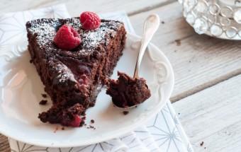 Dekadenckie ciasto czekoladowe ze śliwkami w porto (4)