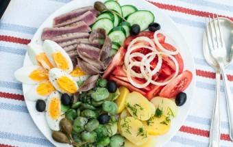 Sałatka nicejska z tuńczykiem i bobem (3)