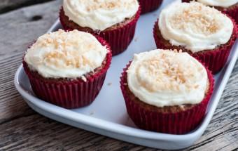 Babeczki kokosowo-bananowe z ananasem (hummingbird cupcakes) (2)