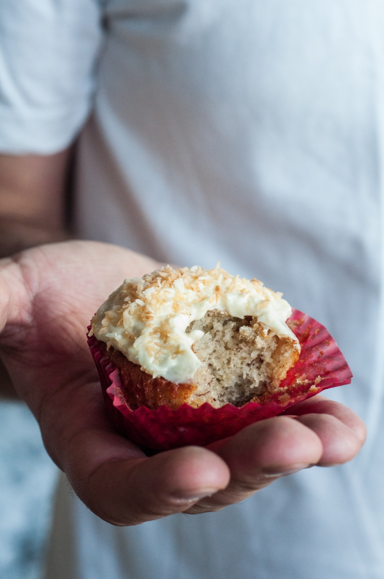 Babeczki kokosowo-bananowe z ananasem (hummingbird cupcakes) (4)