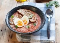 Zupa pomidorowa z jajkiem i grzankami