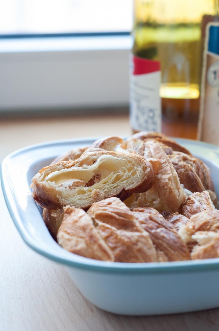 Karmelowy pudding z croissantami (2)