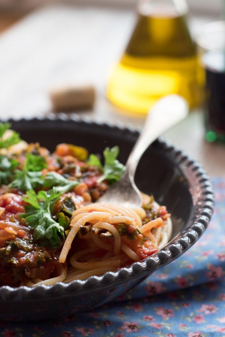 sos pomidorowy z soczewicą i jarmużem (1)
