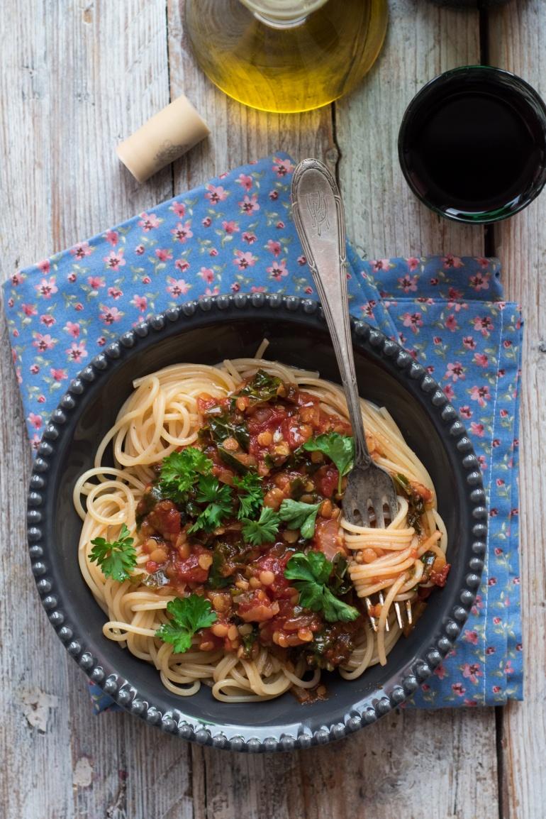 sos pomidorowy z soczewicą i jarmużem (5)