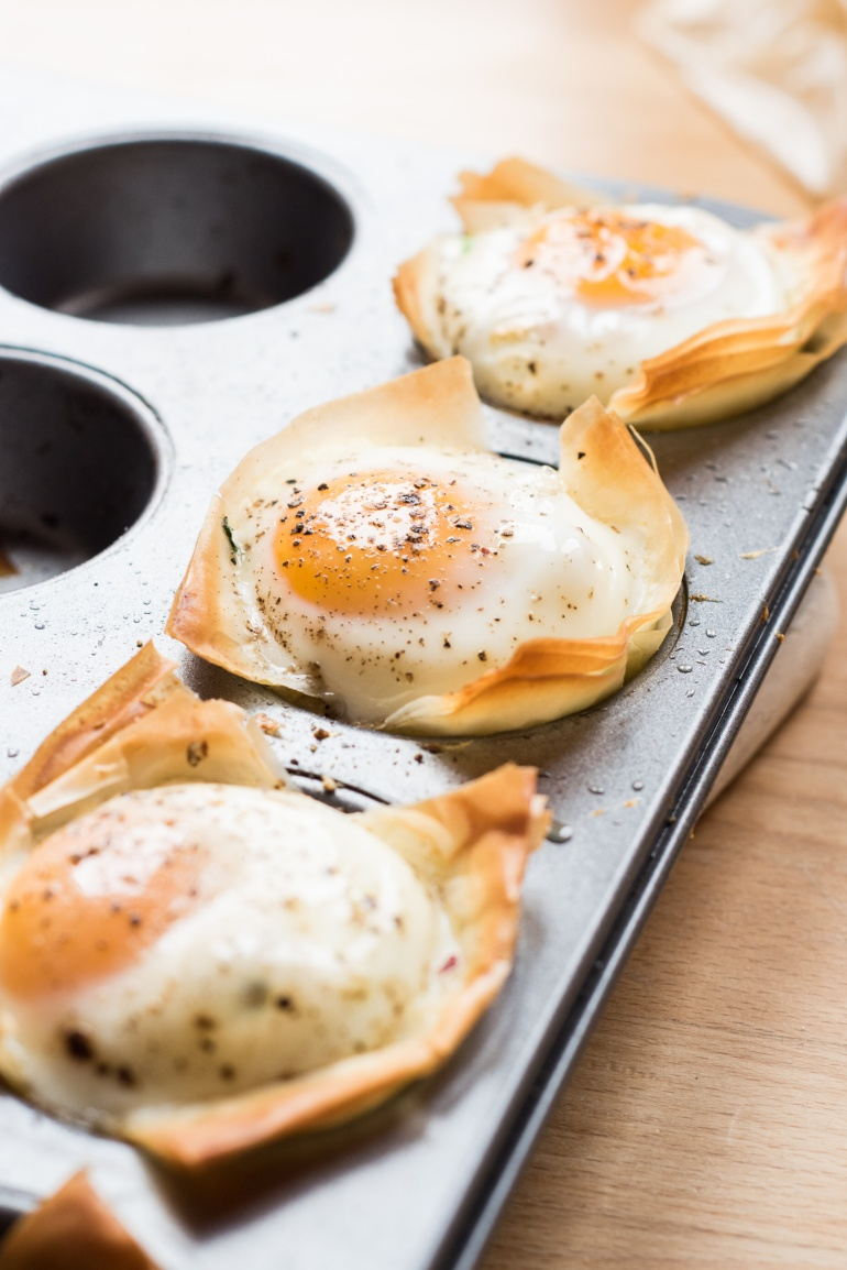 jajka ze szpiankiem i ciastem filo (3)