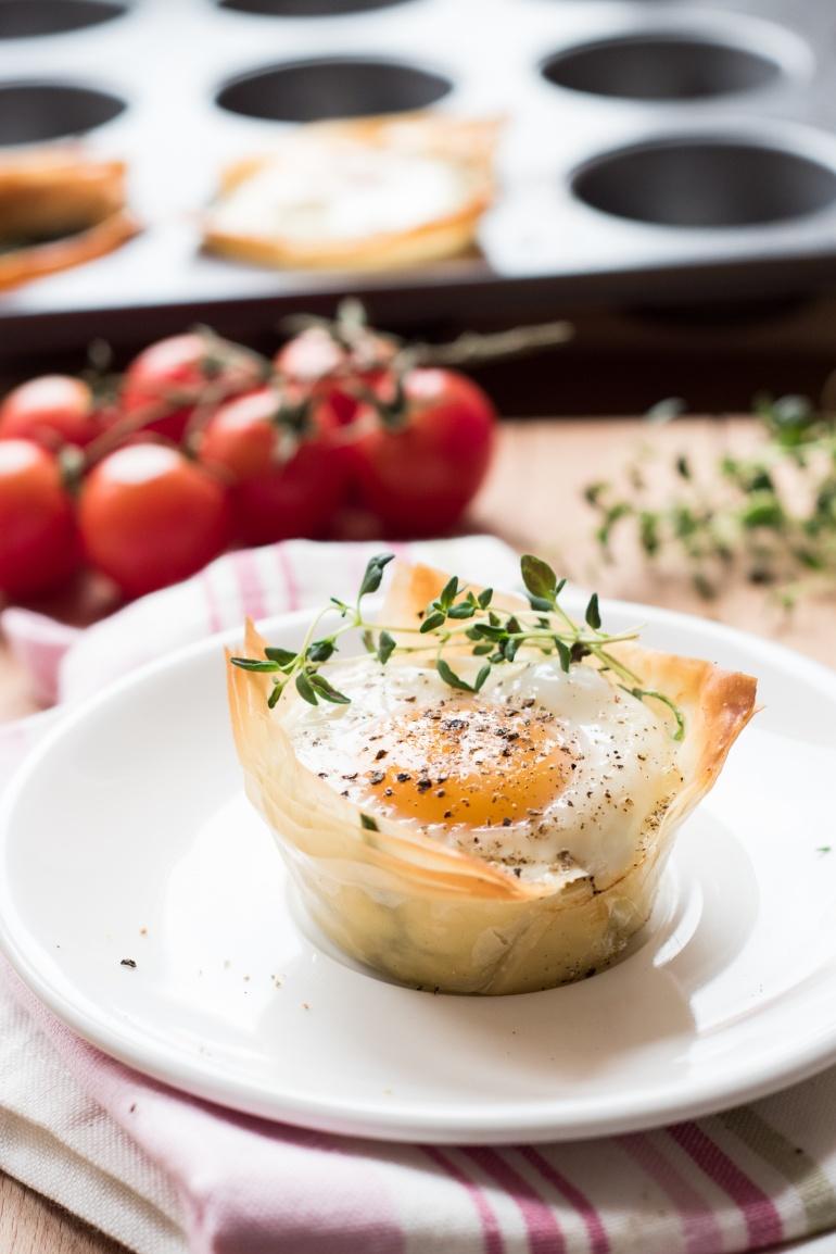 jajka ze szpiankiem i ciastem filo (4)