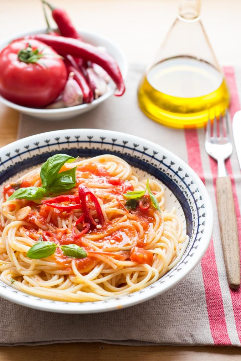makaron ze swieżymi pomidormai (2)