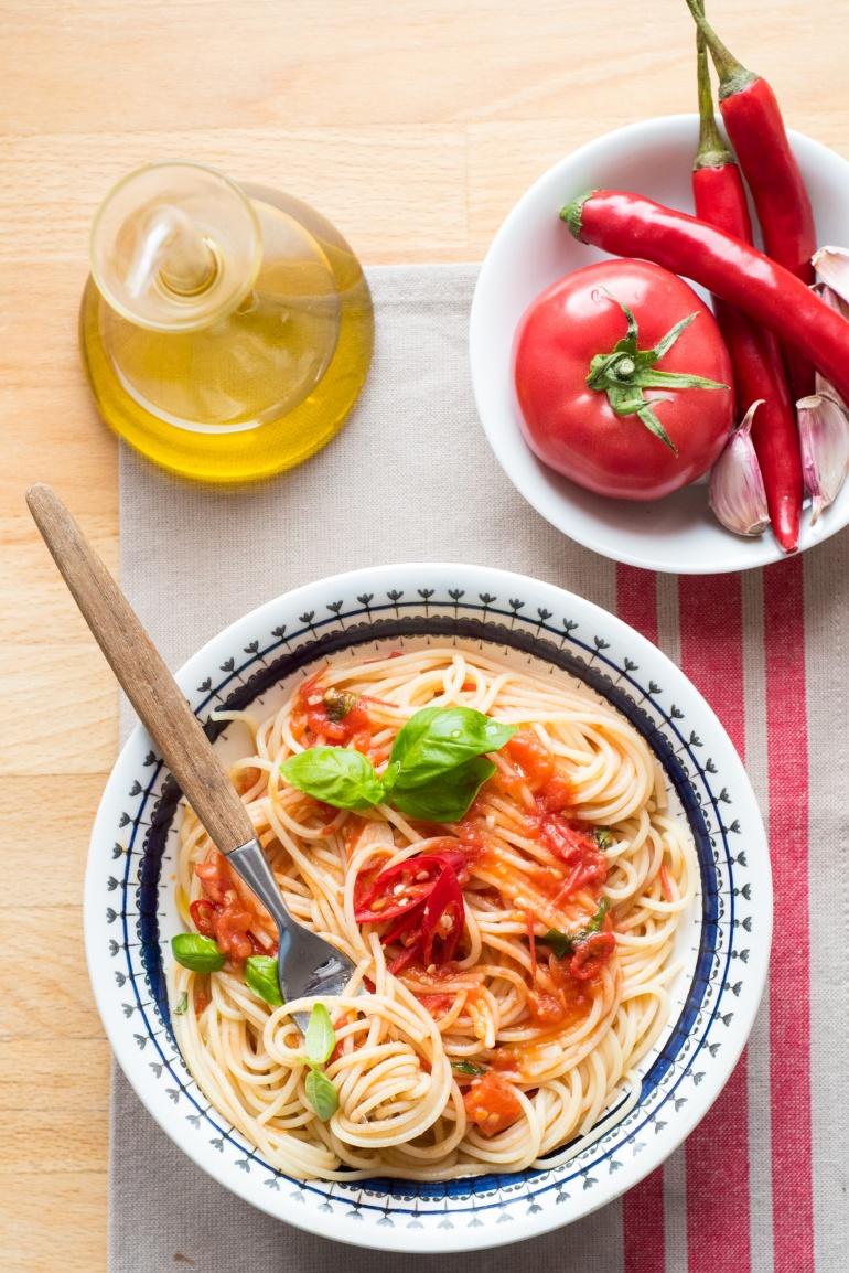 makaron ze swieżymi pomidormai (7)