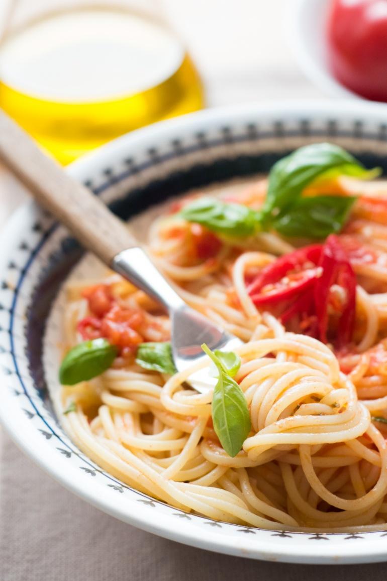 makaron ze swieżymi pomidormai (8)