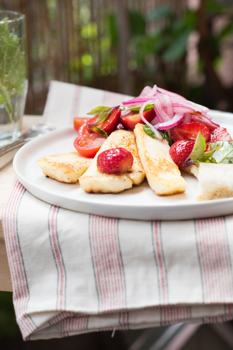 sałatka z serem halloumi i pomidorami (1)