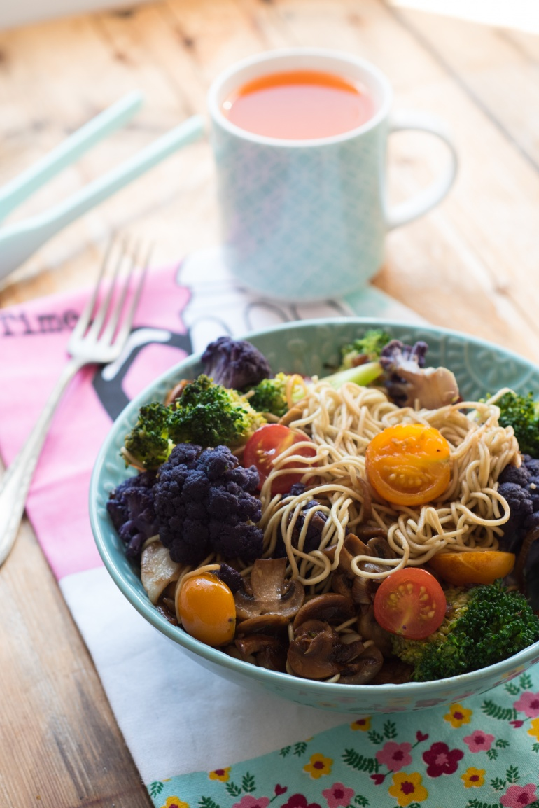 kolorowy makaron z warzywami (2)