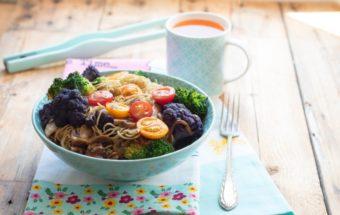 kolorowy makaron z warzywami (5)