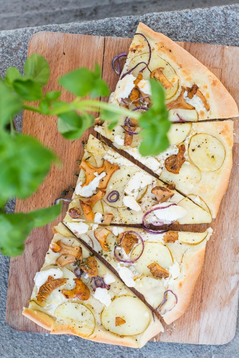 pizza z młodymi ziemniakami i kozim serem kuchnia agaty (1)