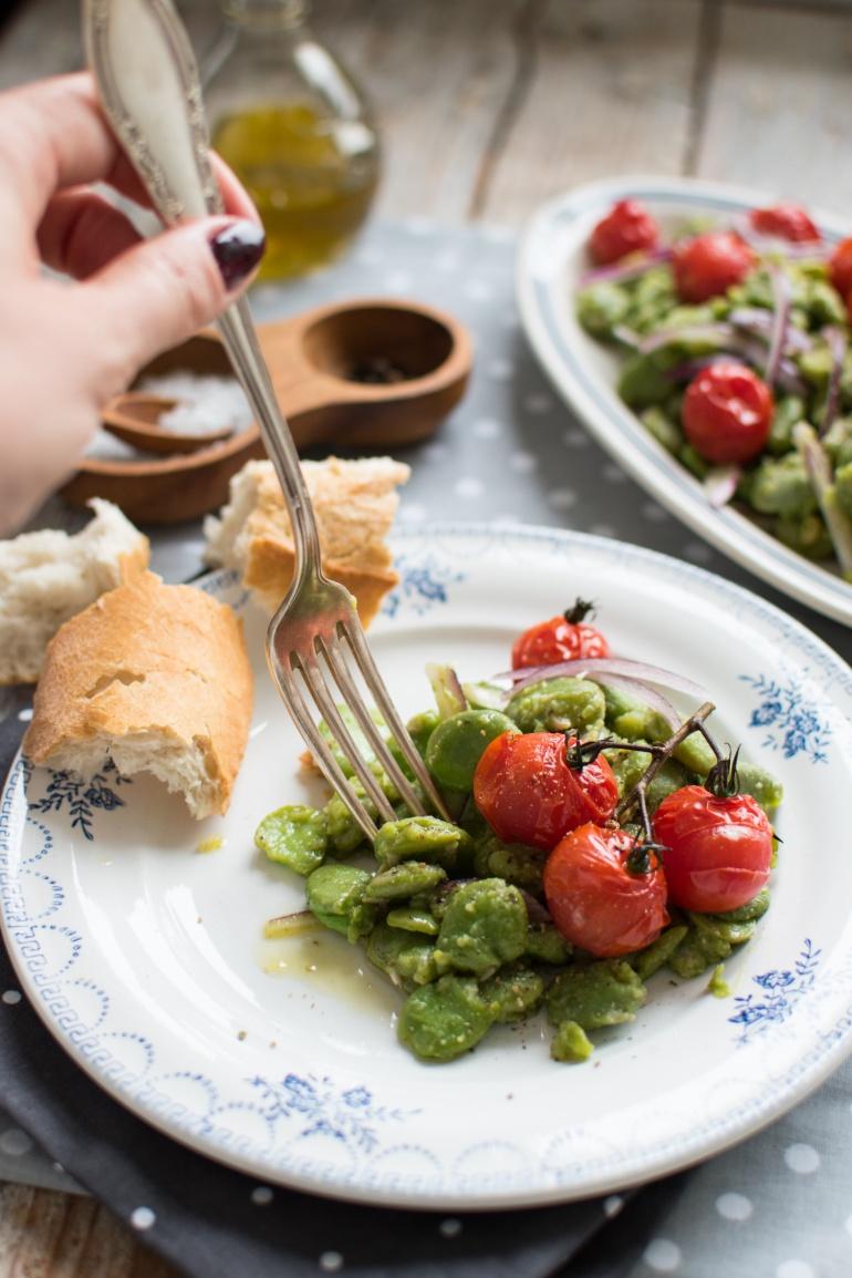 sałatka z bobu i pieczonych pomidorów kuchnia agaty (3)