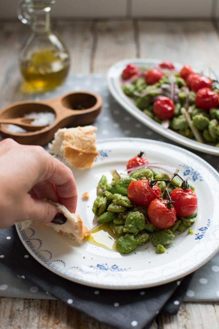 sałatka z bobu i pieczonych pomidorów kuchnia agaty (4)