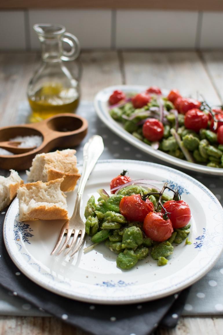 sałatka z bobu i pieczonych pomidorów kuchnia agaty (5)