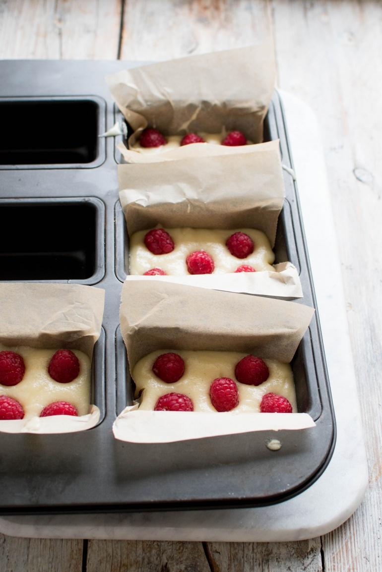 migdałowe ciasto z malinami financier kuchnia agaty (5)