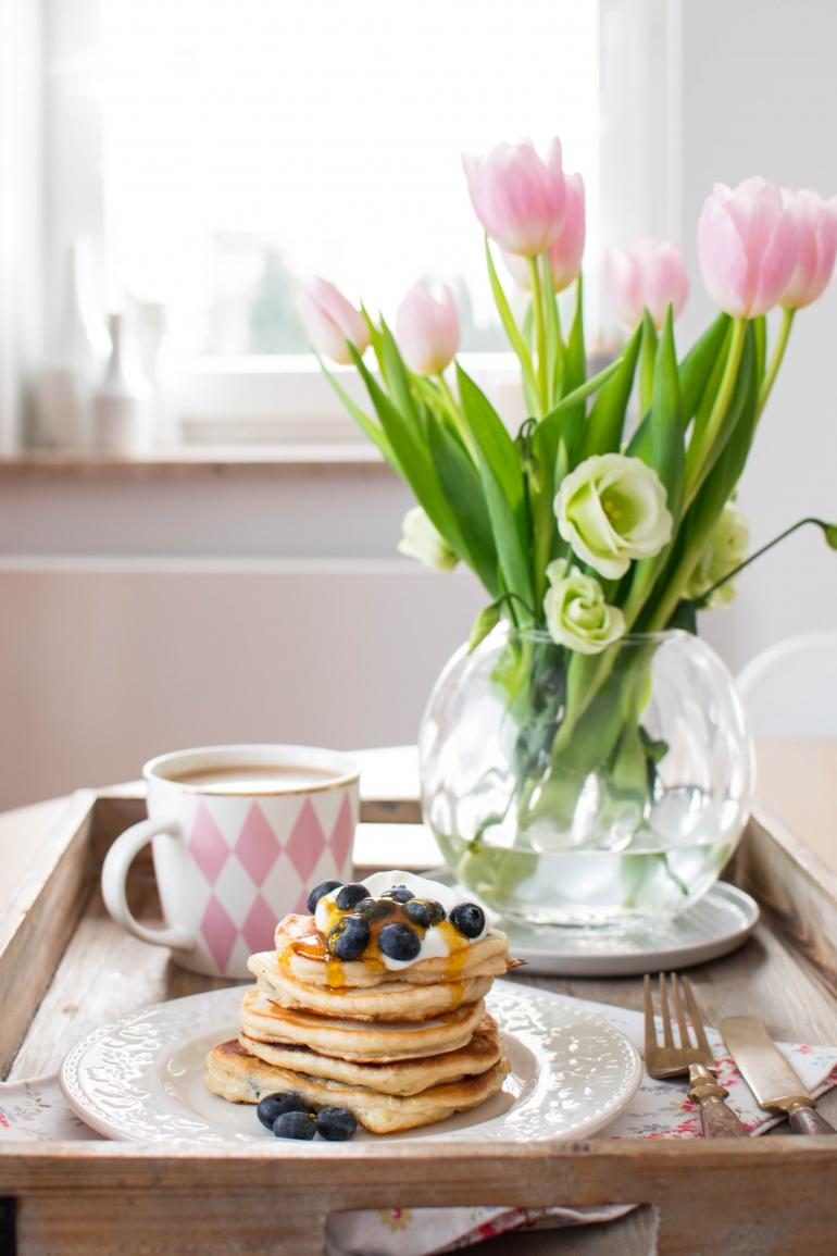 jogurtowe pankejki z borówkami i bananami kuchnia agaty (1)