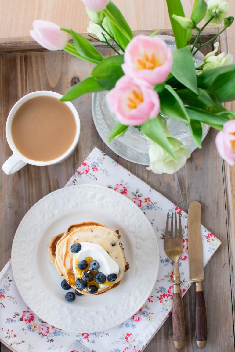 jogurtowe pankejki z borówkami i bananami kuchnia agaty (4)