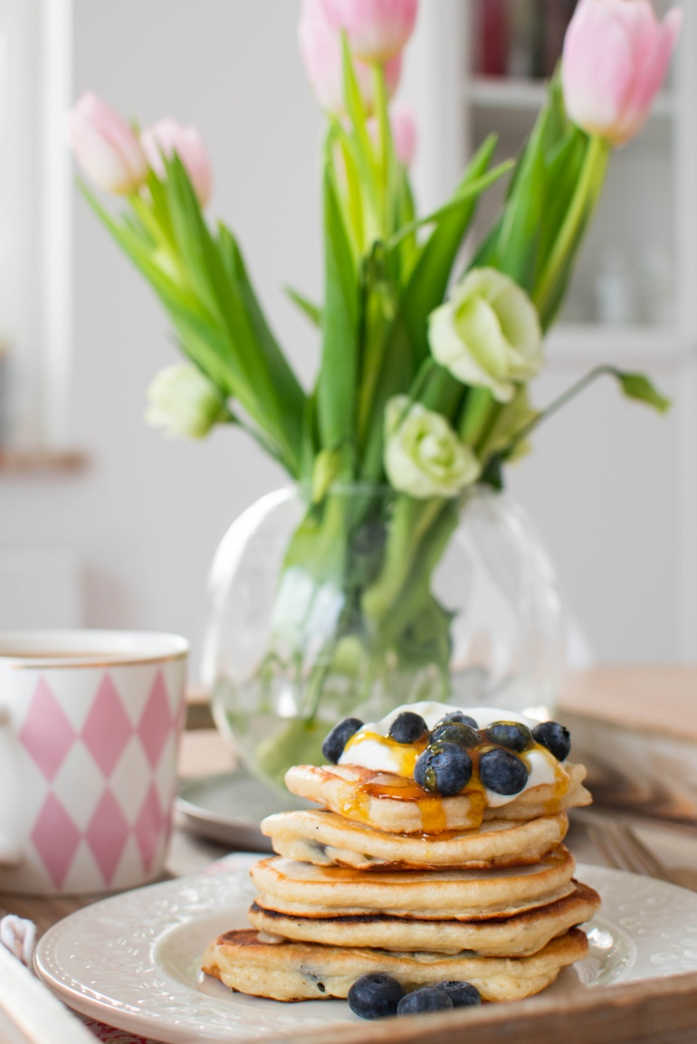 jogurtowe pankejki z borówkami i bananami kuchnia agaty (5)
