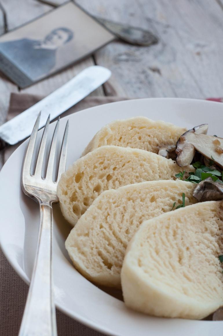 knedliki czeskie z sosem grzybowym