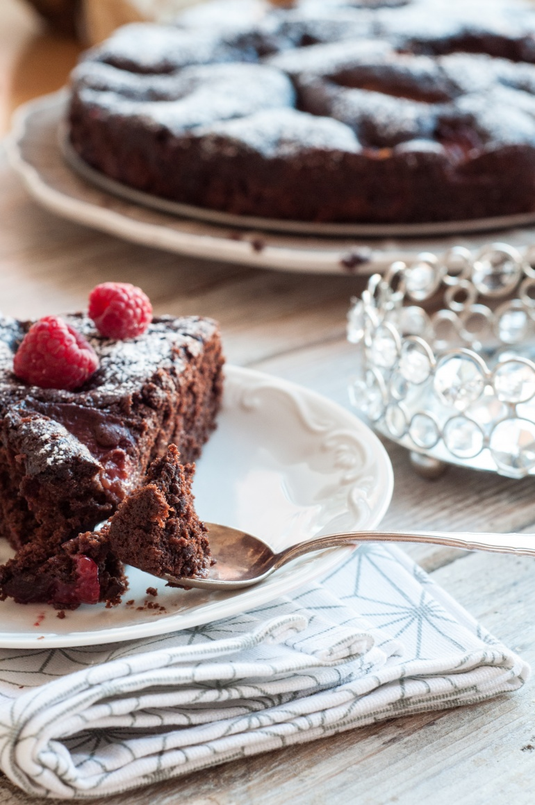Dekadenckie ciasto czekoladowe ze śliwkami w porto (2)