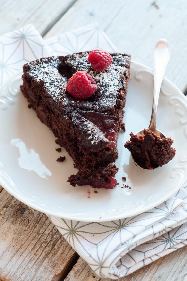 Dekadenckie ciasto czekoladowe ze śliwkami w porto (3)