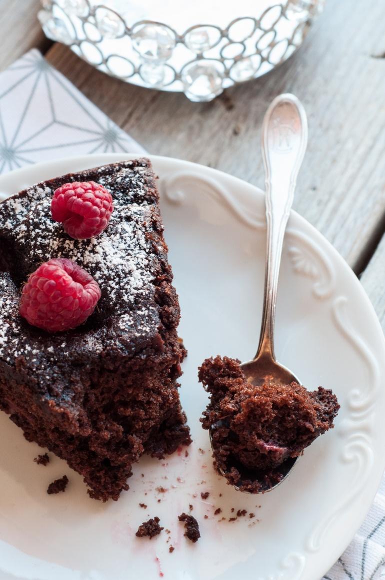 Dekadenckie ciasto czekoladowe ze śliwkami w porto (5)