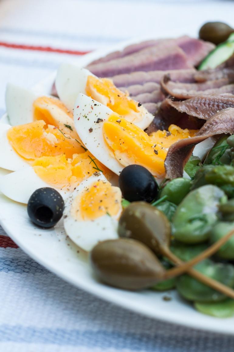 Sałatka nicejska z tuńczykiem i bobem (2)