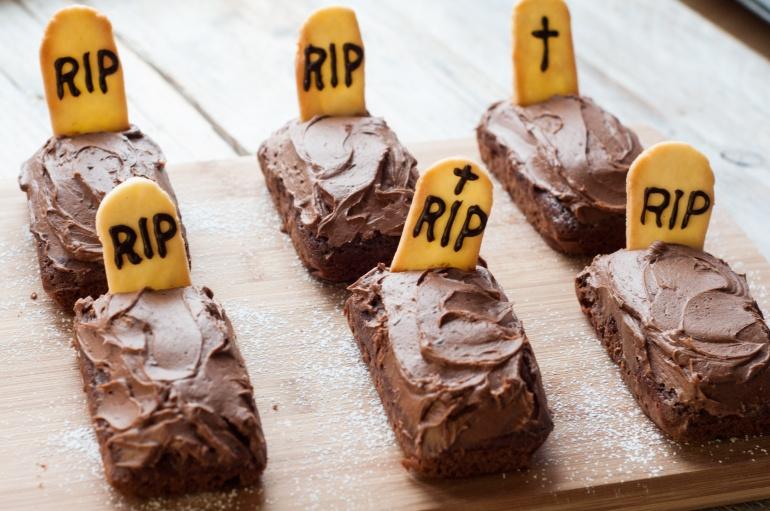 Czekoladowe nagrobki czyli upiorne ciasto na halloween (1)