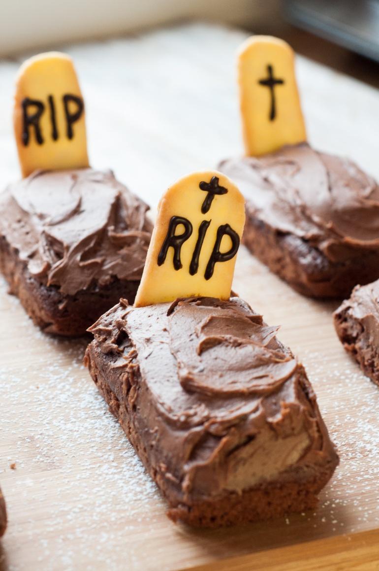 Czekoladowe nagrobki czyli upiorne ciasto na halloween (4)