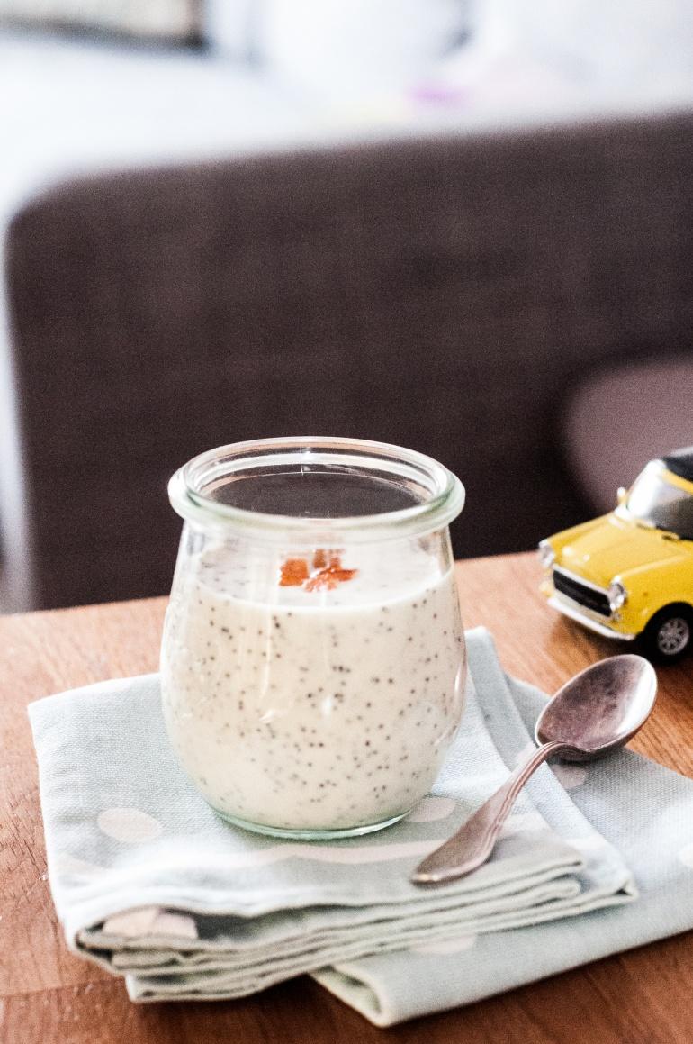 Jogurt marcepanowo-makowy (1)