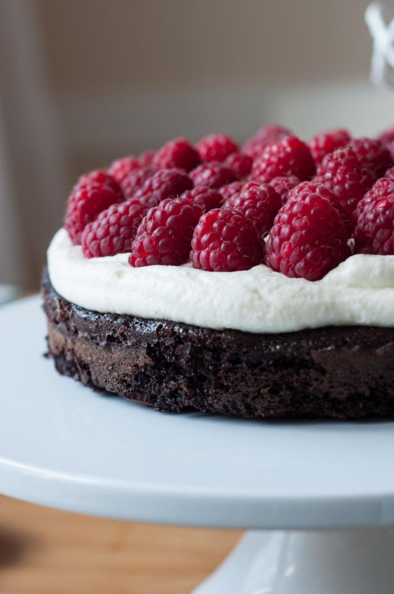 czekoladowy torcik z malinami (5)
