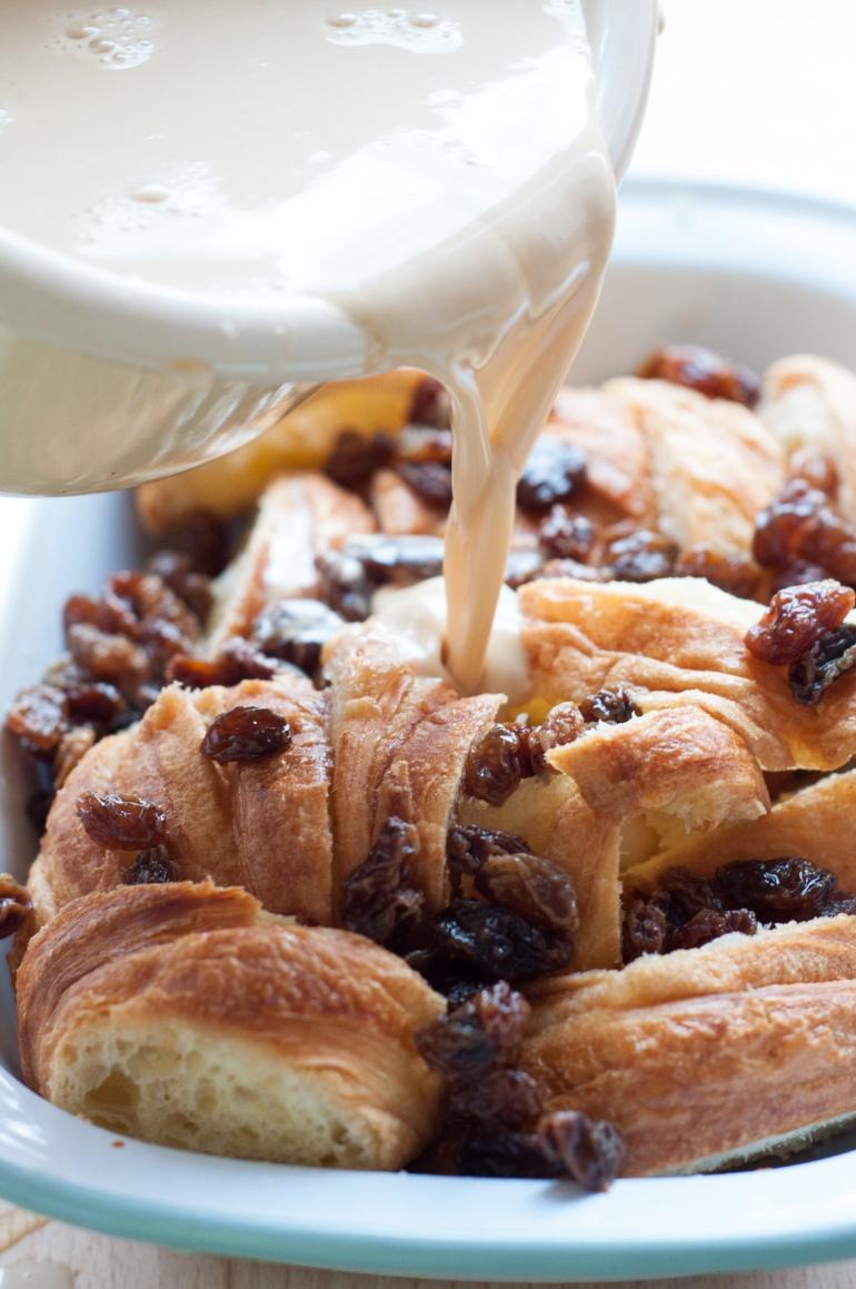 Karmelowy pudding z croissantami (3)