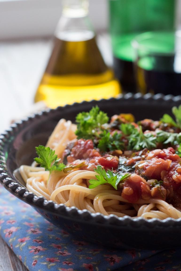 sos pomidorowy z soczewicą i jarmużem (4)