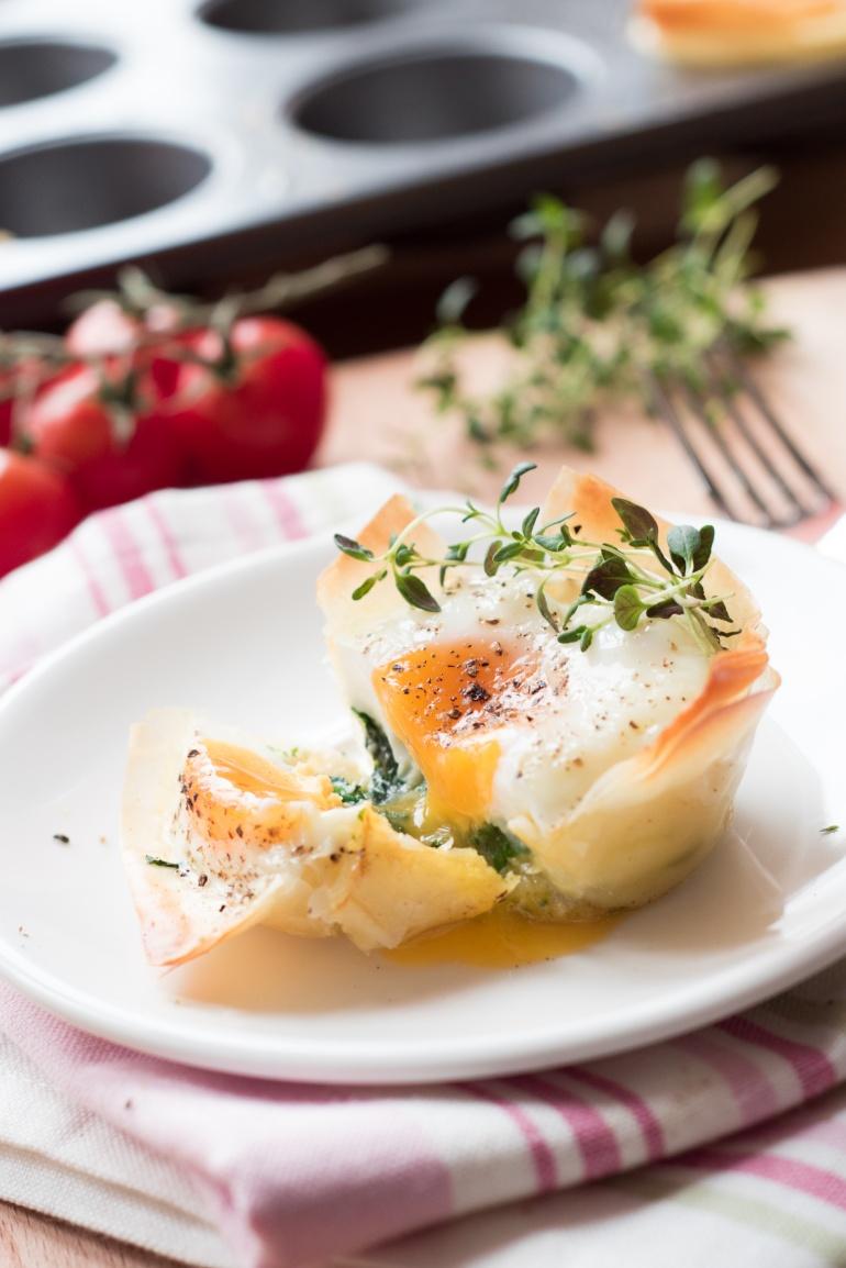 jajka ze szpiankiem i ciastem filo (1)