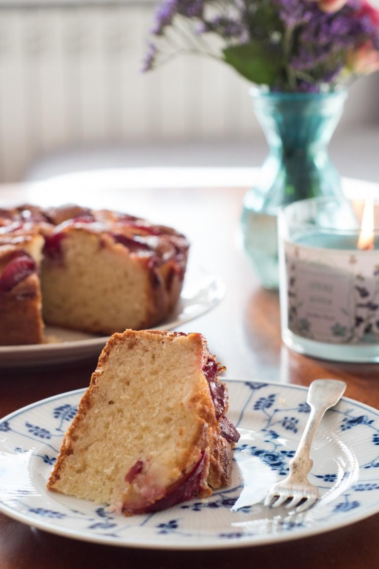 jogurtowe ciasto ze śliwkami (1)