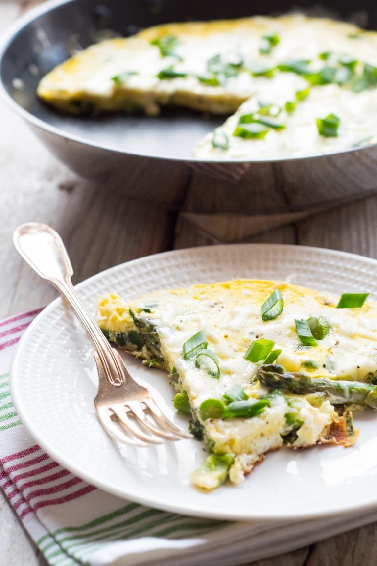 omlet trzy sery ze szparagami i dymką (4)
