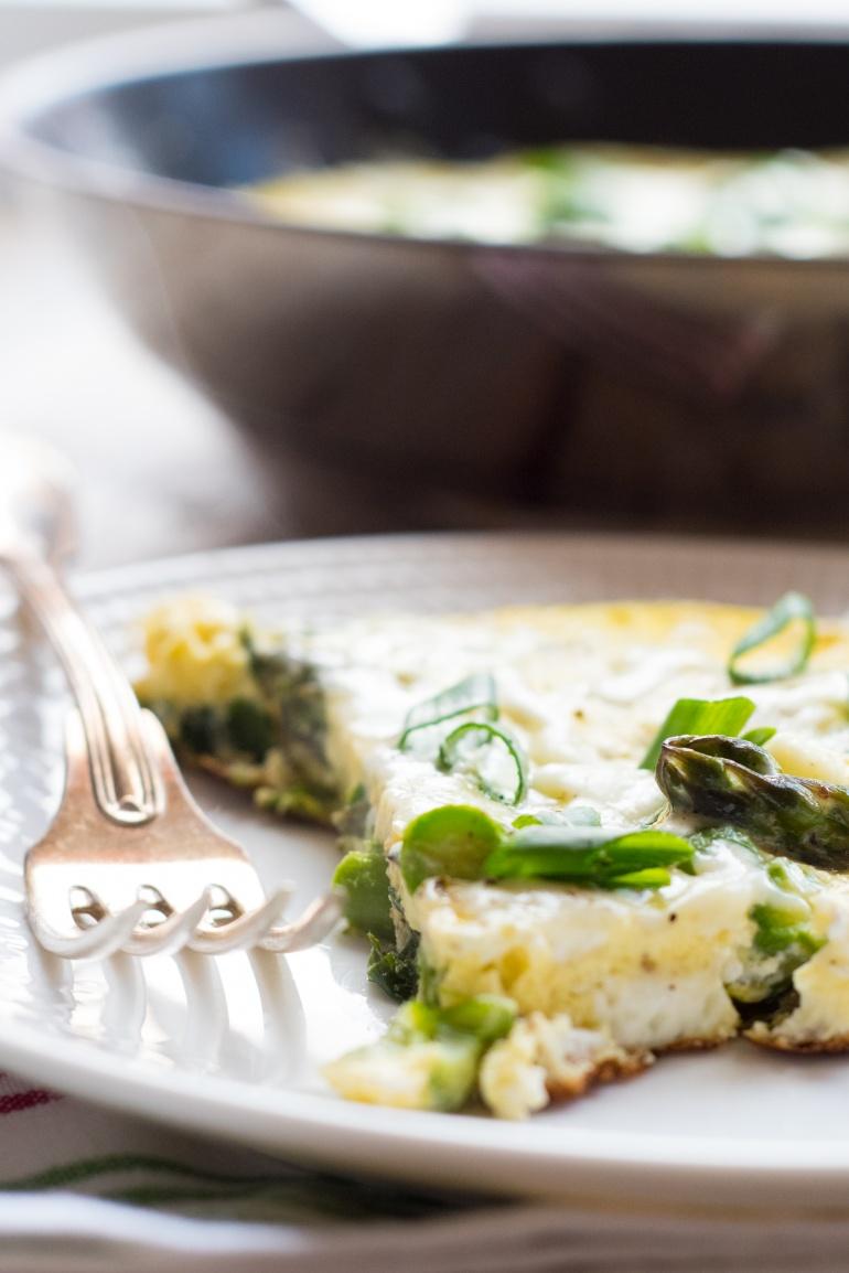 omlet trzy sery ze szparagami i dymką (5)