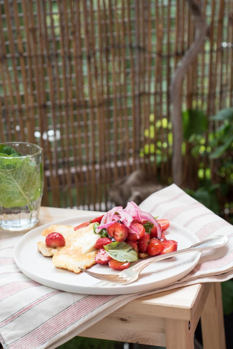 sałatka z serem halloumi i pomidorami (2)