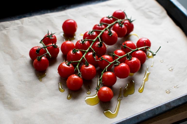 sałatka z bobu i pieczonych pomidorów kuchnia agaty (1)