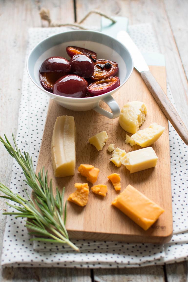 śliwki w occie do deski serów