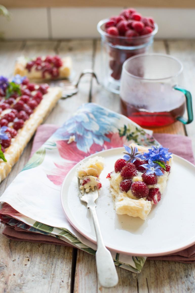 tarta z kremem mascarpone i malinami